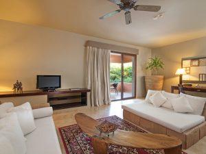 rsz_living_room_-_honeymoon_suite